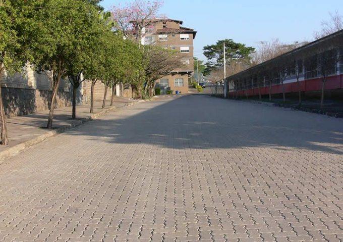 Rua da cidade de Feliz - RS que recebeu os Pisos Unistein da Concrefel