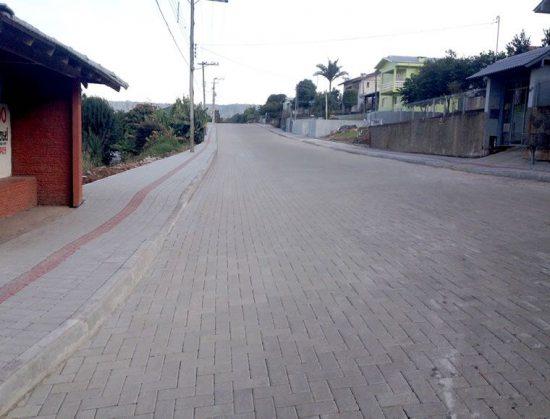 Pavimentação de Estradas com Piso Holândes da Concrefel