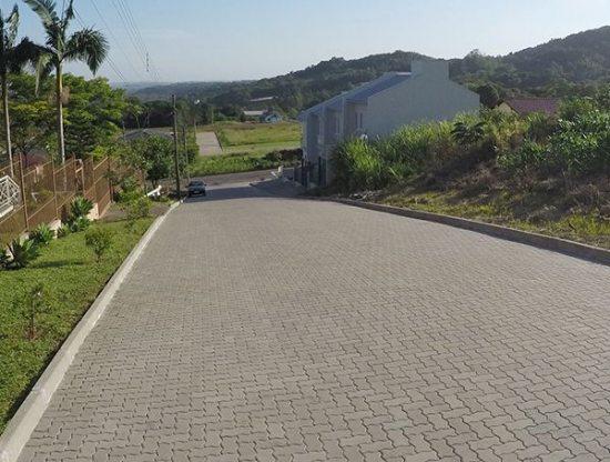 Pavimentação de Estradas com Piso Unistein da Concrefel